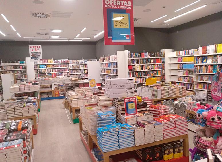 Librería en Centro Comercial Madrid Río 2